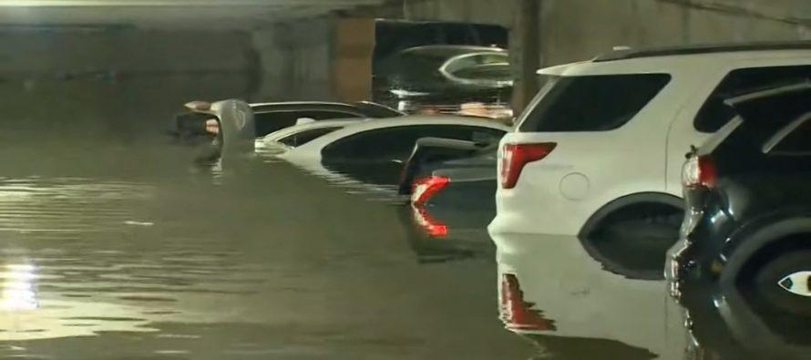 Δεκάδες αυτοκίνητα «πνίγηκαν» μέσα σε πάρκινγκ (video)