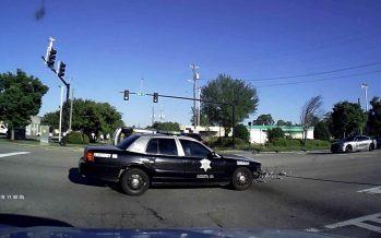 Περιπολικό εμβόλισε και αναποδογύρισε ένα Chrysler PT Cruiser (video)