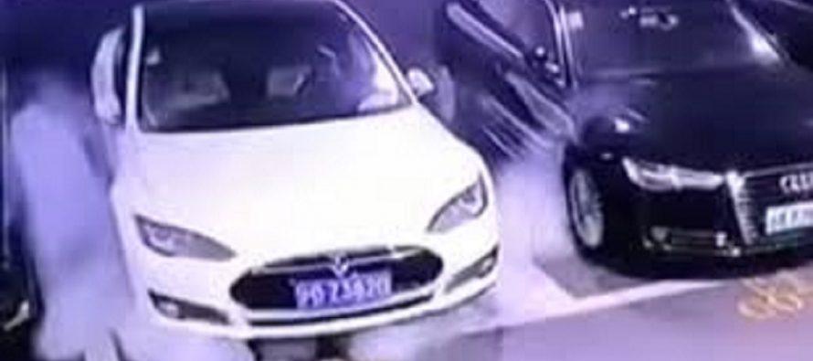 Μυστηριώδης πυρκαγιά ξέσπασε σε σταθμευμένο Tesla Model S (video)