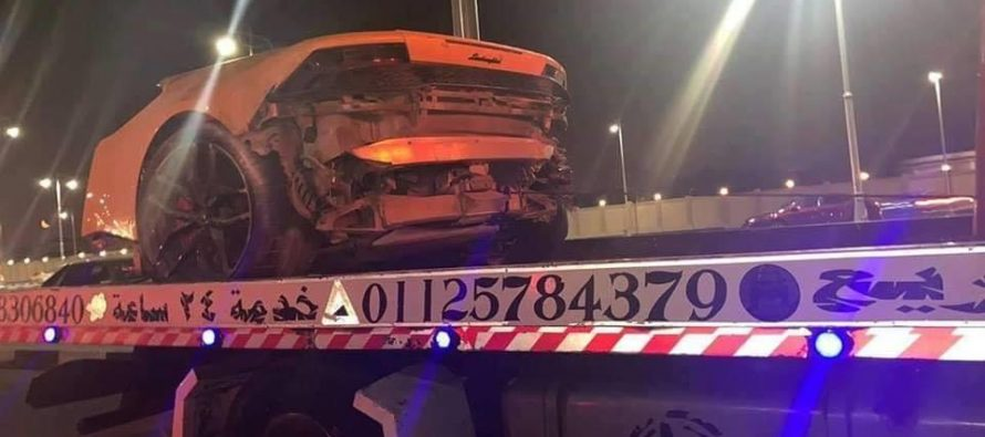 Κόπηκε στη μέση μετά από σύγκρουση μια Lamborghini Huracan