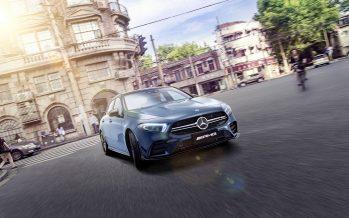 Η Mercedes-AMG A35 L 4MATIC έχει επιδόσεις και χώρο για τα πόδια των πίσω επιβατών