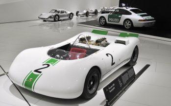 Νυχτερινή ξενάγηση στο μουσείο της Porsche (video)