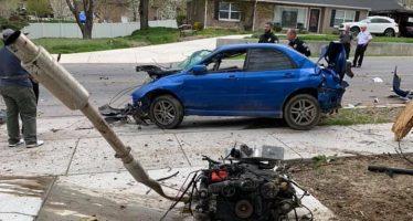 Ο οδηγός και ο κινητήρας ενός Subaru WRX εκτοξεύτηκαν μετά από σύγκρουση
