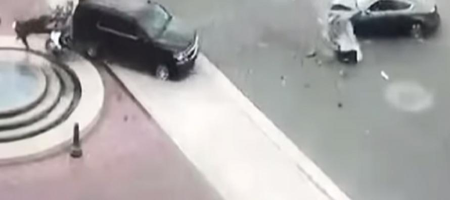 Αστυνομικός πέφτει σε σιντριβάνι μετά από σύγκρουση που προκάλεσε Δήμαρχος (video)