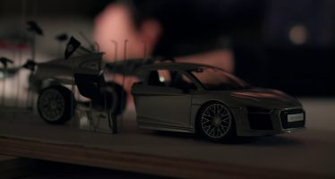 Ξηλώνοντας και την τελευταία βίδα από τον κινητήρα του Audi R8 (video)