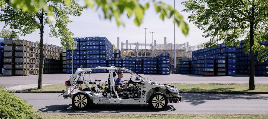 Το Volkswagen eGolf κάνει «γυμνισμό»