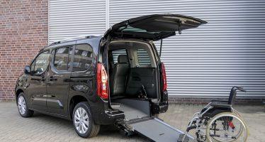 Πρόσβαση σε αναπηρικά αμαξίδια δίνουν μοντέλα της Opel