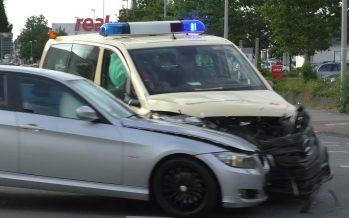 Ασθενοφόρο εμβολίστηκε από BMW (video)