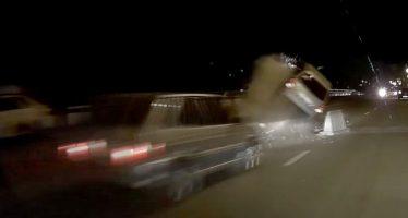 Αυτοκίνητο αναποδογύρισε λόγω έλλειψης σήμανσης για έργα στο δρόμο (video)
