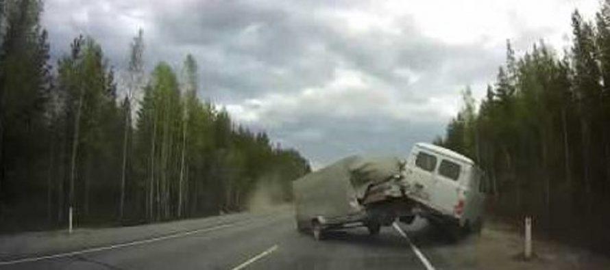 Οδηγός απέφυγε ένα τρελό βαν την τελευταία στιγμή (video)