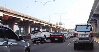 Ντελαπάρισε Honda CR-V ακουμπώντας ένα Dodge Challenger (video)