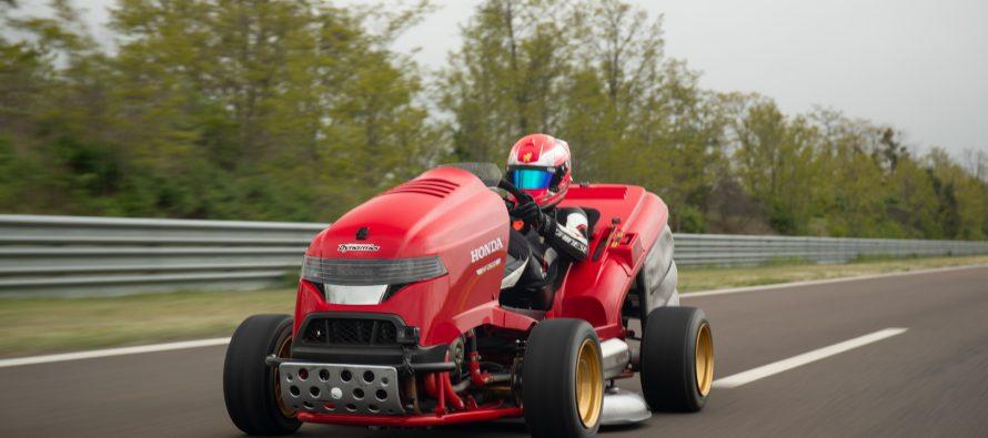 Ρεκόρ Γκίνες για την ταχύτερη μηχανή γκαζόν της Honda (video)