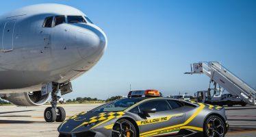 Η Lamborghini Huracan που καθοδηγεί αεροσκάφη