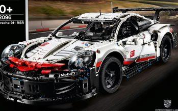 Με 200 χλμ./ώρα ενώνει τουβλάκια Lego μιας μινιατούρα Porsche (video)