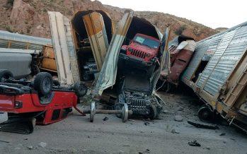 Εκατοντάδες αυτοκίνητα καταστράφηκαν από εκτροχιασμό τρένου