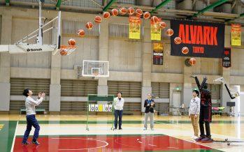 O μπασκετμπολίστας της Toyota που έβαλε 2.020 συνεχόμενα καλάθια (video)
