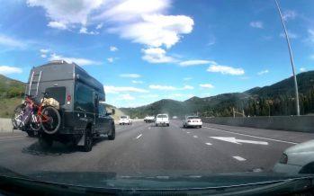 Ένα παλιό Subaru έκανε drift σε αυτοκινητόδρομο (video)