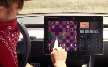 Οι οδηγοί των Tesla μπορούν να παίξουν σκάκι με το αυτοκίνητο τους (video)
