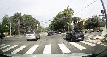 Δείτε πως ένα Toyota Camry αναποδογύρισε χτυπώντας από πίσω ένα Honda Accord  (video)
