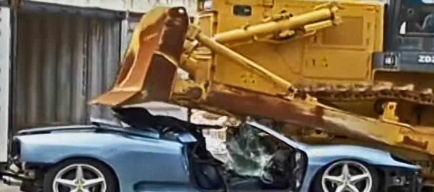 Μπουλντόζα έλιωσε μια Ferrari λόγω φοροδιαφυγής (video)