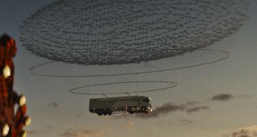 Φορτηγό της Scania πετάει στον ουρανό (video)