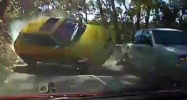 Είδε ένα Audi A3 να έρχεται κατά πάνω του με την οροφή (video)