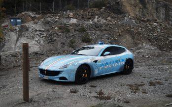 Μια Ferrari FF παριστάνει το περιπολικό