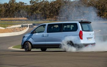 Bαν της Hyundai με 405 ίππους κάνει drift (video)