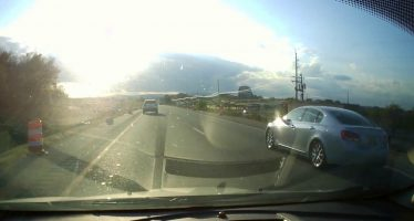 Οδήγηση με κινητό τηλέφωνο κατέστρεψε ένα Kia Sorento (video)