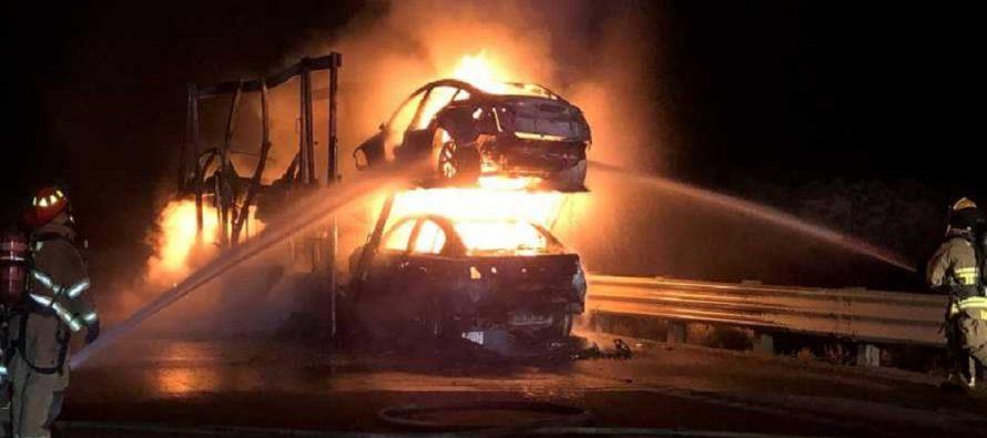 Φλόγες «κατάπιαν» πέντε Tesla