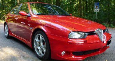 Πωλητήριο μπήκε σε μια Alfa Romeo 156 GTA σκέτη κόλαση