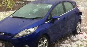 Βομβαρδίστηκε από χαλάζι αυτό το Ford Fiesta (video)
