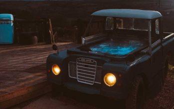 Υδρομασάζ μέσα σε ένα παλιό Land Rover