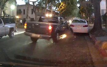 Καταδιωκόμενο Nissan πέφτει πάνω σε σταθμευμένα αυτοκίνητα (video)