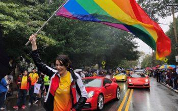 H παρέλαση των Porsche στο Pride
