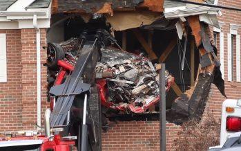 Δυο νεκροί από Porsche που καρφώθηκε στο δεύτερο όροφο κτιρίου! (video)