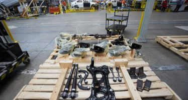 Η Skoda πακετάρει αυτοκίνητα σε κομμάτια όπως η ΙΚΕΑ (video)