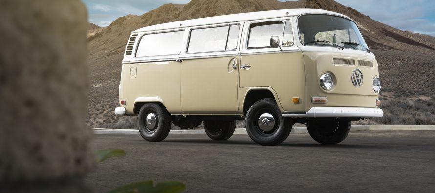 Μετέτρεψαν σε ηλεκτροκίνητο ένα Volkswagen βαν του 1972