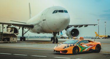 Αεροσκάφη ακολουθούν αυτή τη Lamborghini Huracan