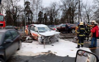 Καραμπόλα 15 αυτοκινήτων προκάλεσε η οδηγός ενός Audi (video)