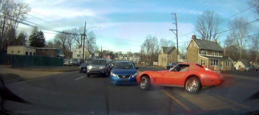 Παλιά Chevrolet Corvette καρφώθηκε πάνω σε Nissan (video)