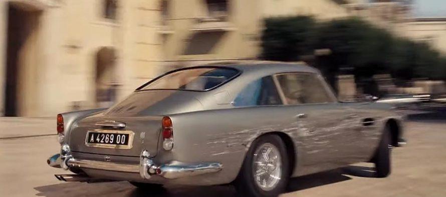 Η Aston Martin DB5 του Τζέιμς Μποντ κάνει donut ενώ πυροβολεί (video)