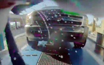 Τράκαραν μέσα σε πλυντήριο αυτοκινήτων! (video)