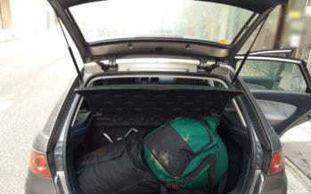 Παράτησαν το αυτοκίνητο με 43 κιλά κάνναβης και το έβαλαν στα πόδια