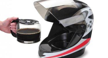 Κράνος μοτοσυκλέτας που φτιάχνει καφέ (video)
