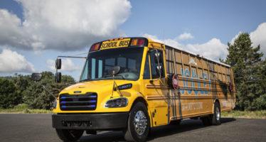 Στην Ελλάδα γερασμένα σχολικά λεωφορεία και στην Αμερική ηλεκτροκίνητα