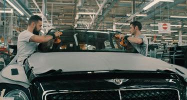 Χειρωνακτική εργασία 127 ωρών για να κατασκευαστεί μια Bentley (video)