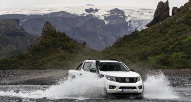 Το Nissan Navara βουτάει στο νερό με αναπνευστήρα