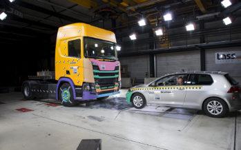 Μετωπική σύγκρουση Scania με Volkswagen Golf (video)