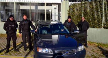 Χάρισε ένα Volvo στην Ελληνική Αστυνομία